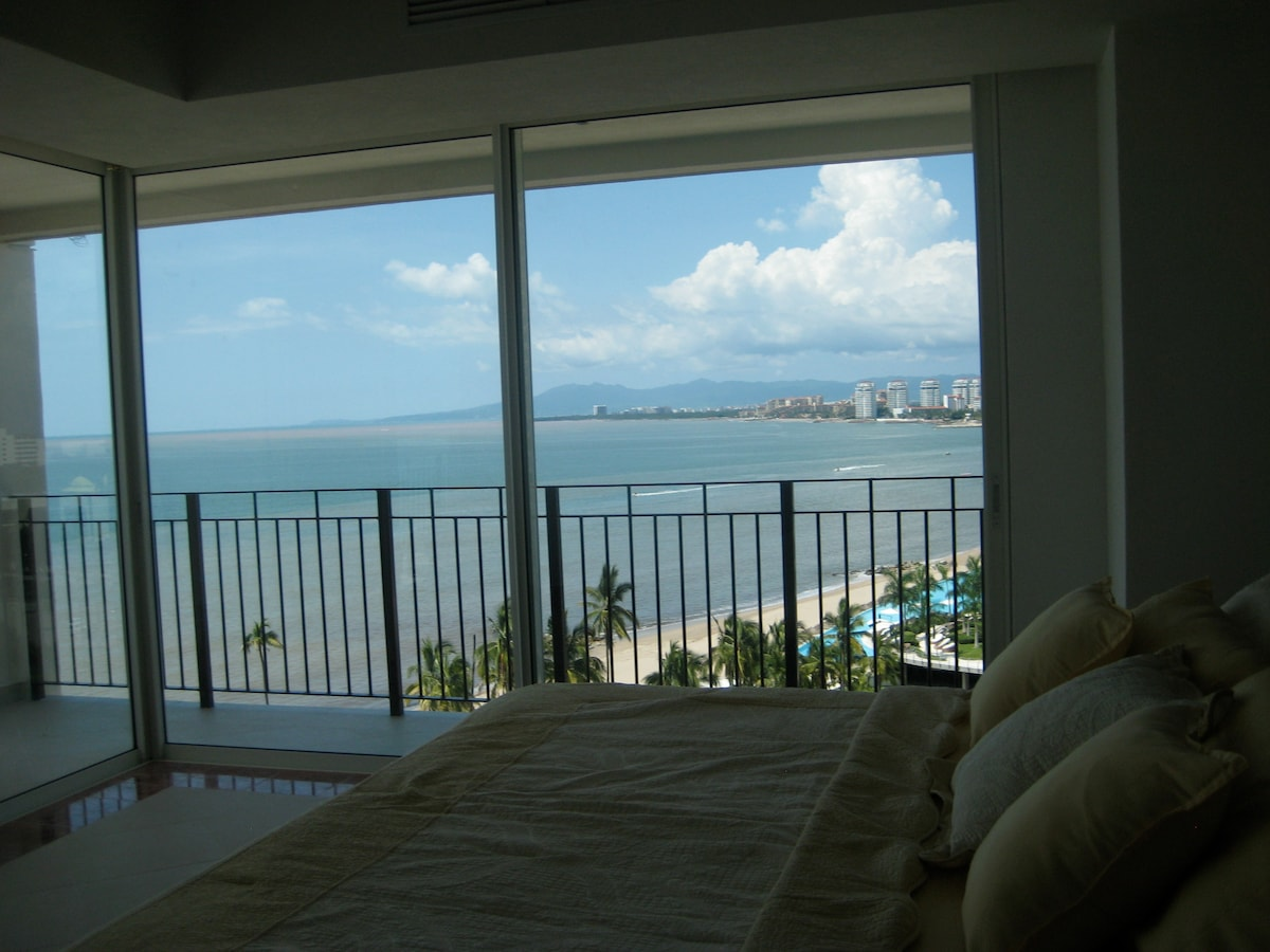 SUMMER DEAL 3 BR beachfront condo!!
