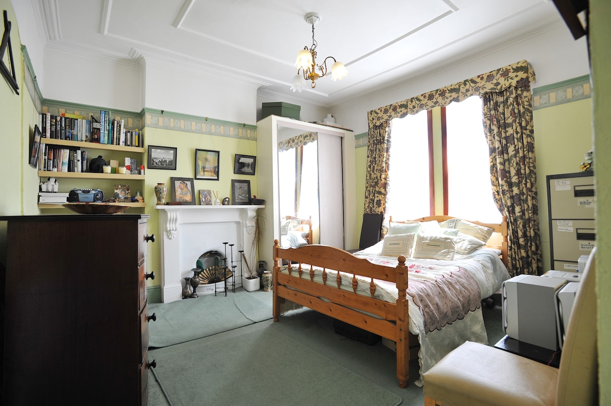 Cosy Bright Double in South London