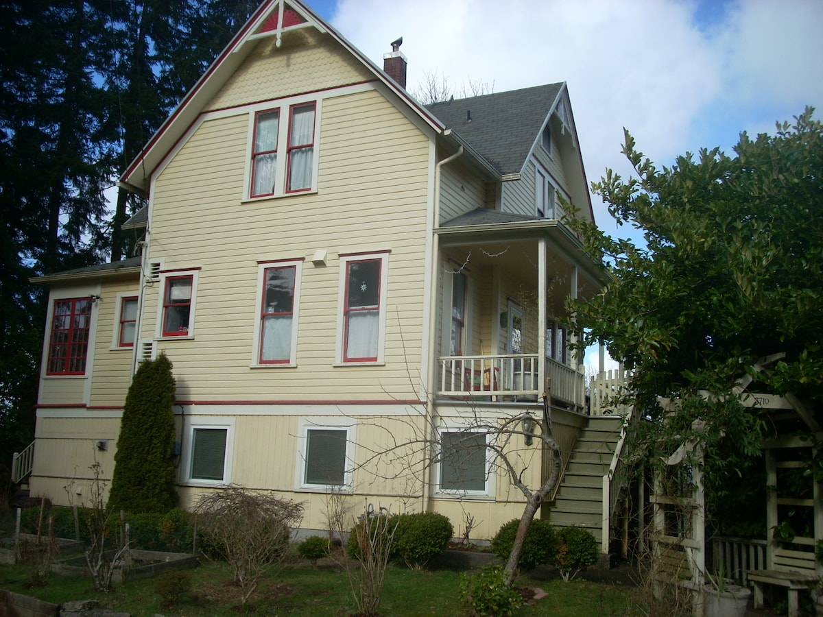 Victorian stay Clean & Comfortable,