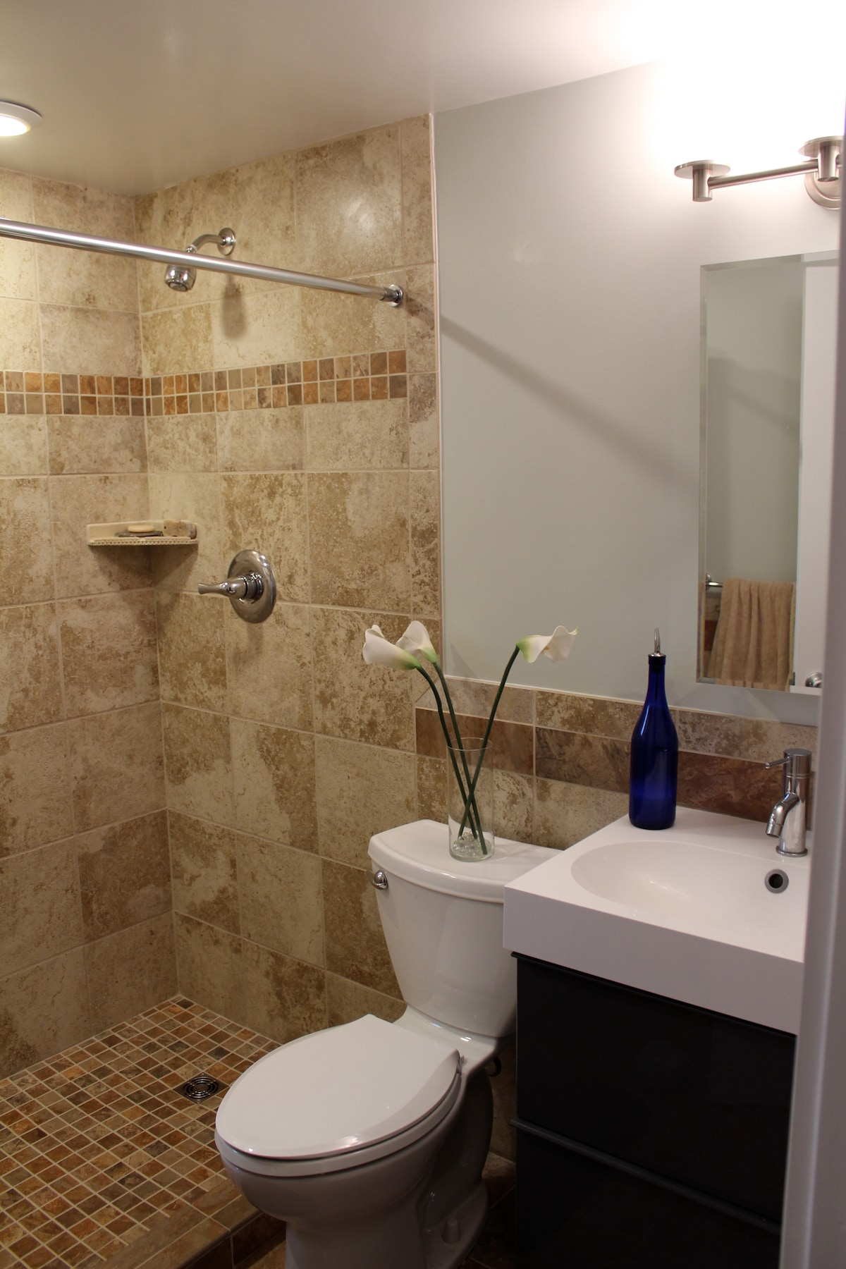 Luxurious bathroom with double shower heads