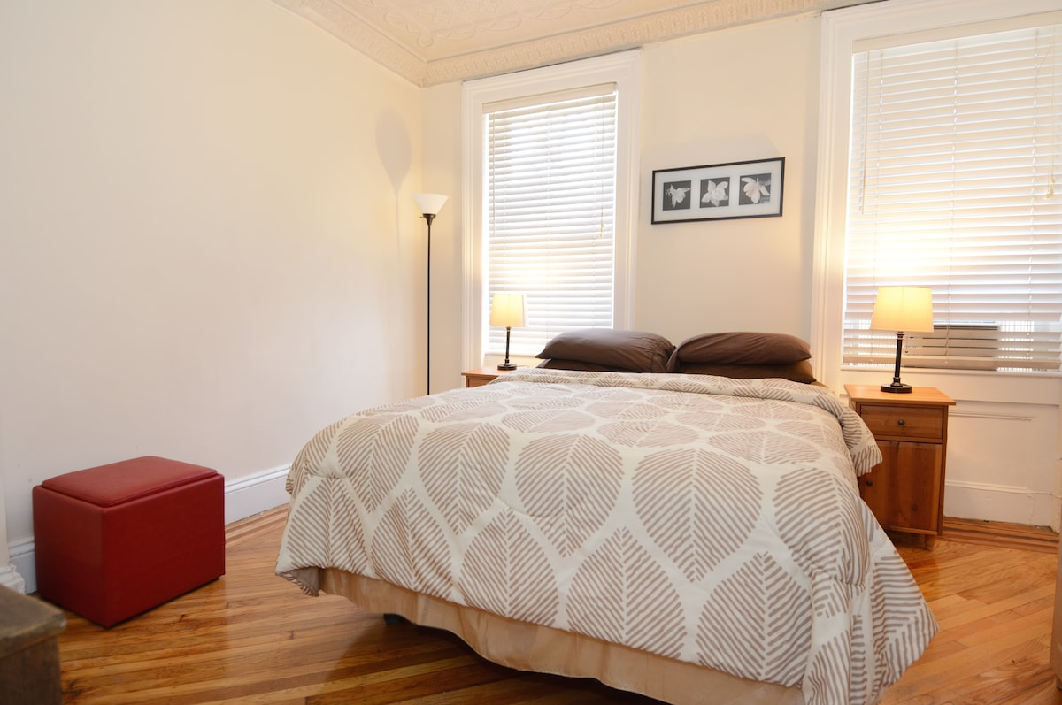 First bedroom has a queen size bed.