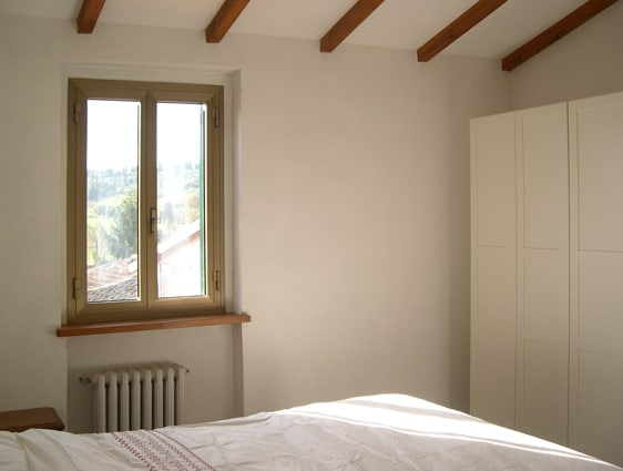 Bedroom with wardrobe and king sized bed. The fresh air and village silence aid deep sleep!