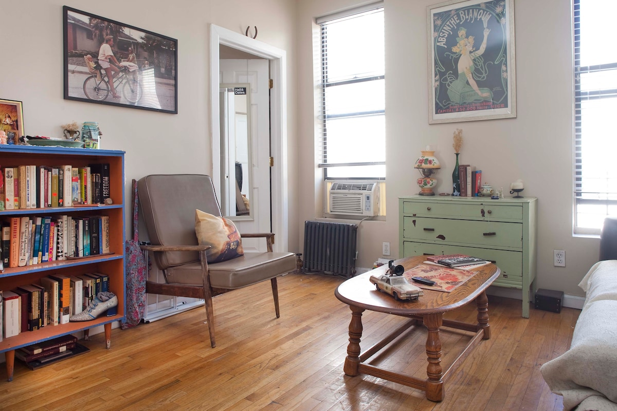 Bright, cozy room on Central Park!