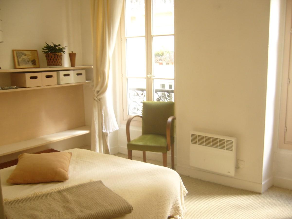 Charming Artist's Home/Montmartre