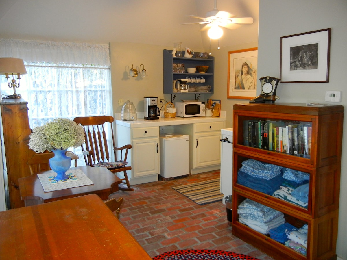 Bright cosy kitchen and dining area.