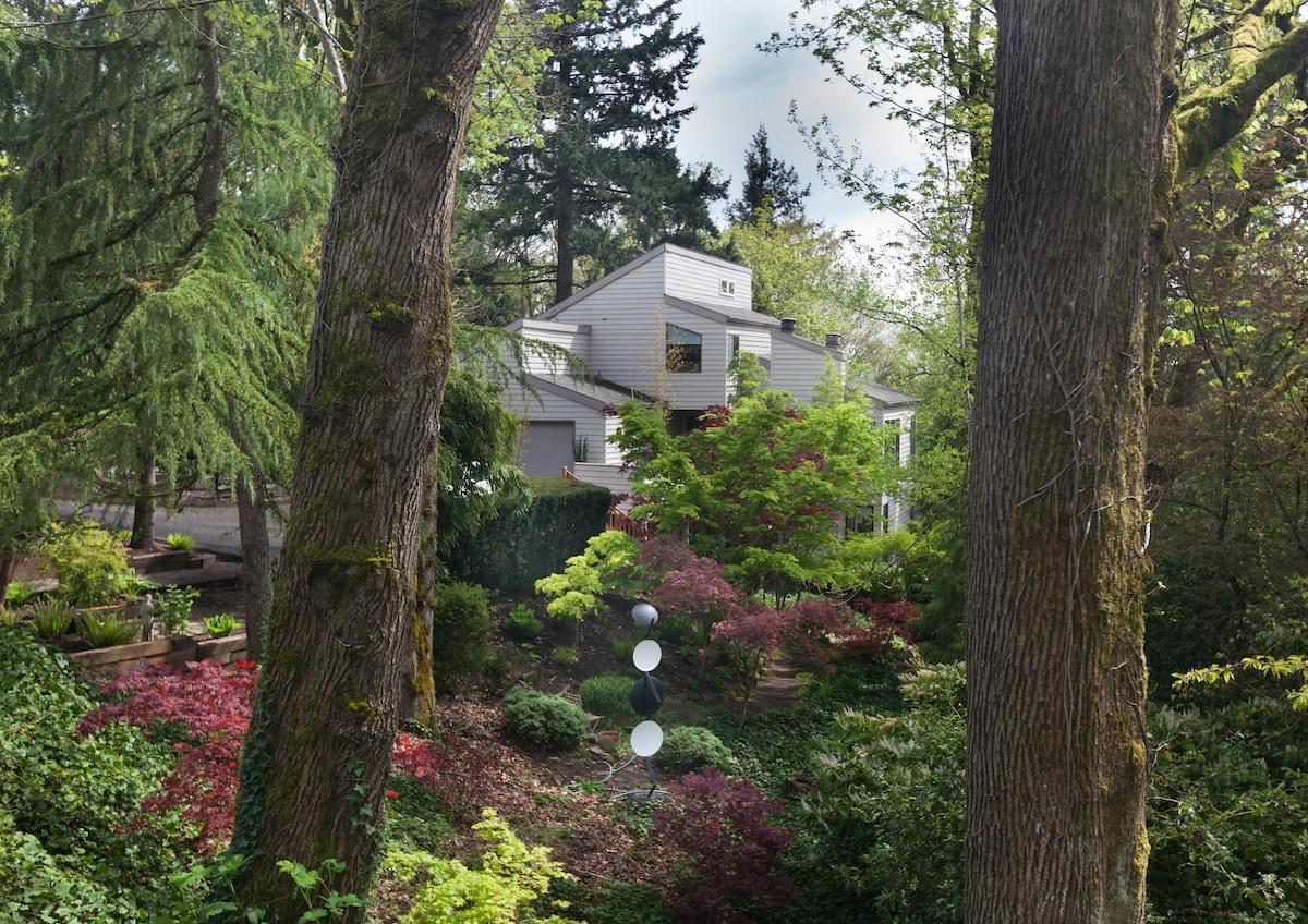 Quiet, Private Apartment Retreat