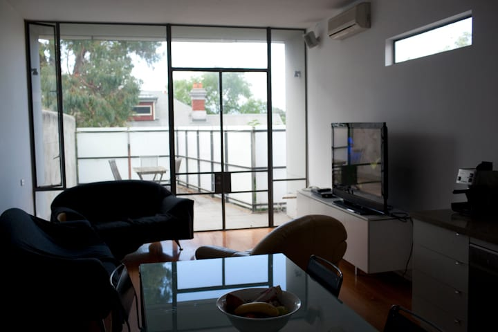 Inner City Apartment & Double Bed