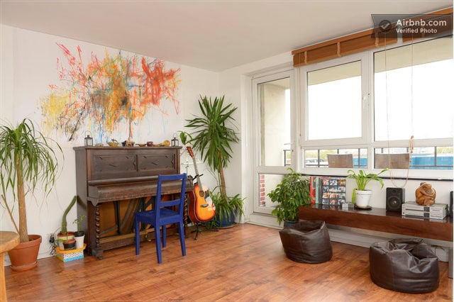 Play the piano or guitar? This is the flat for you!