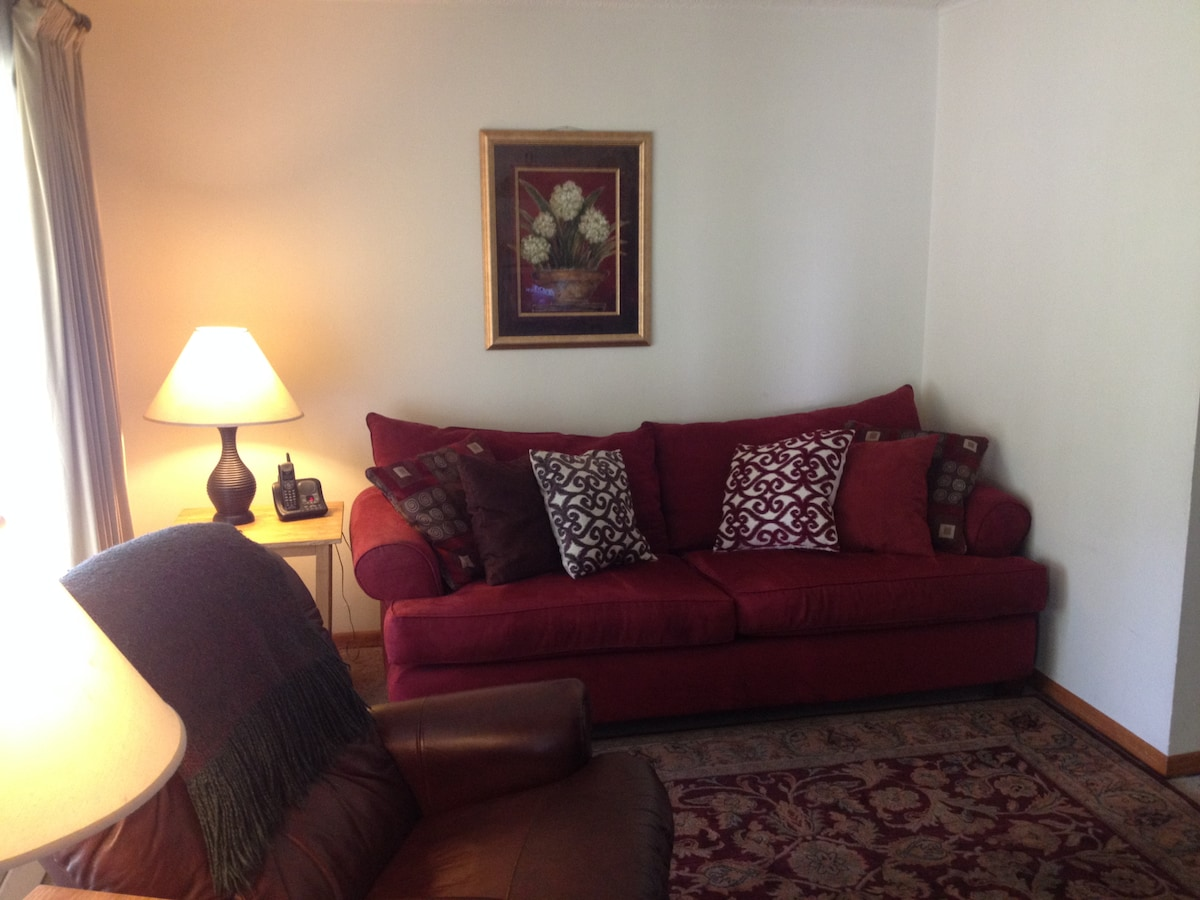 Cozy 2BD close to downtown & trails