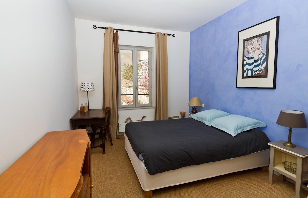 A Bleue Room in Avignon center