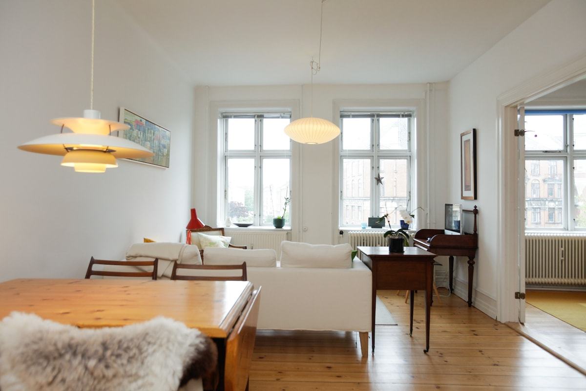 Spacious living and dining room. The table easily seats 6 people