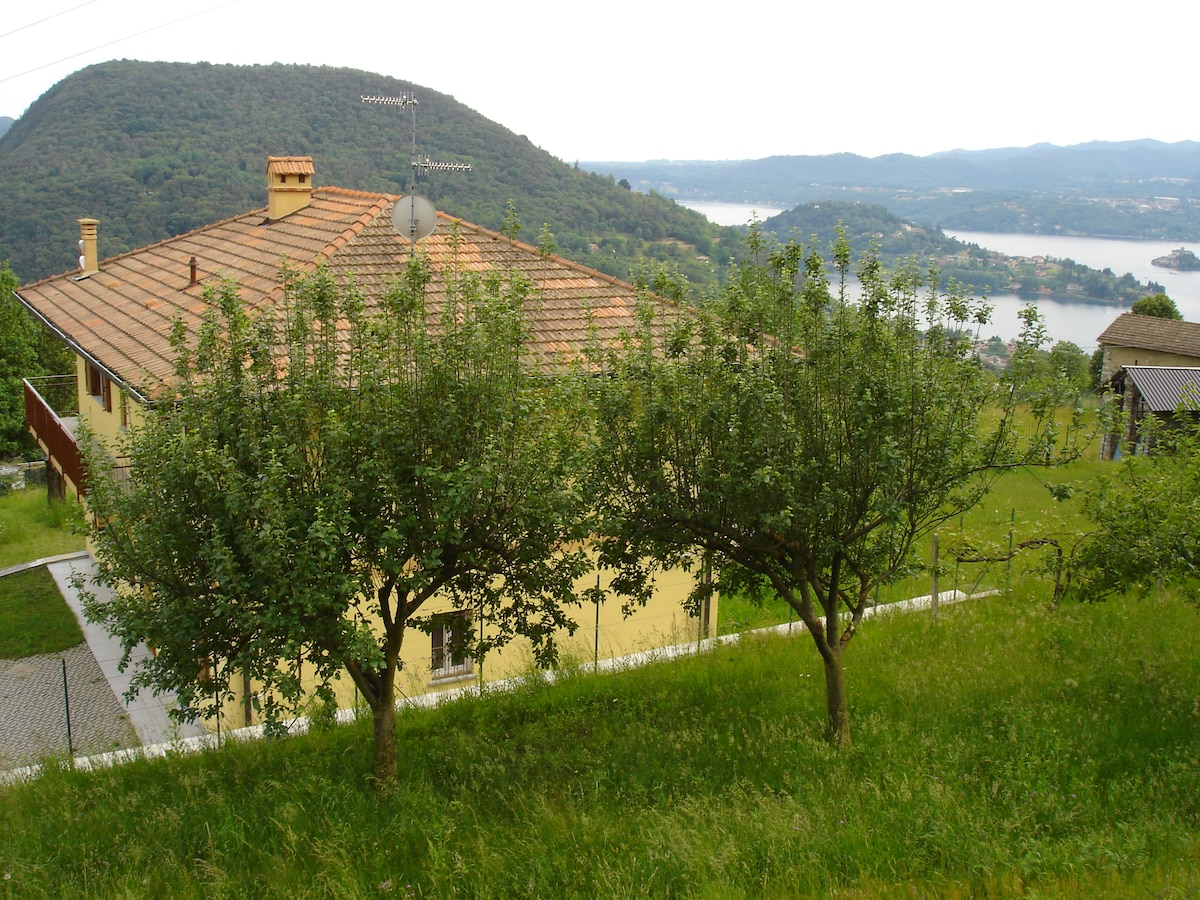 Fascinating house on the Orta lake