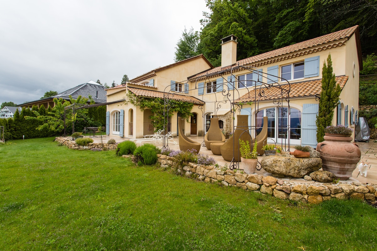 Provencal villa with stunning view.
