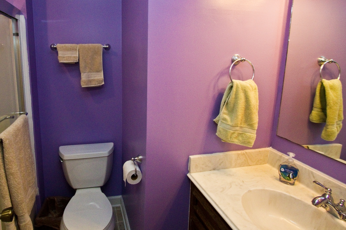 Recently updated private full bath attached to guest room. Fresh towels, shampoo, conditioner, body wash, and hair dryer included.