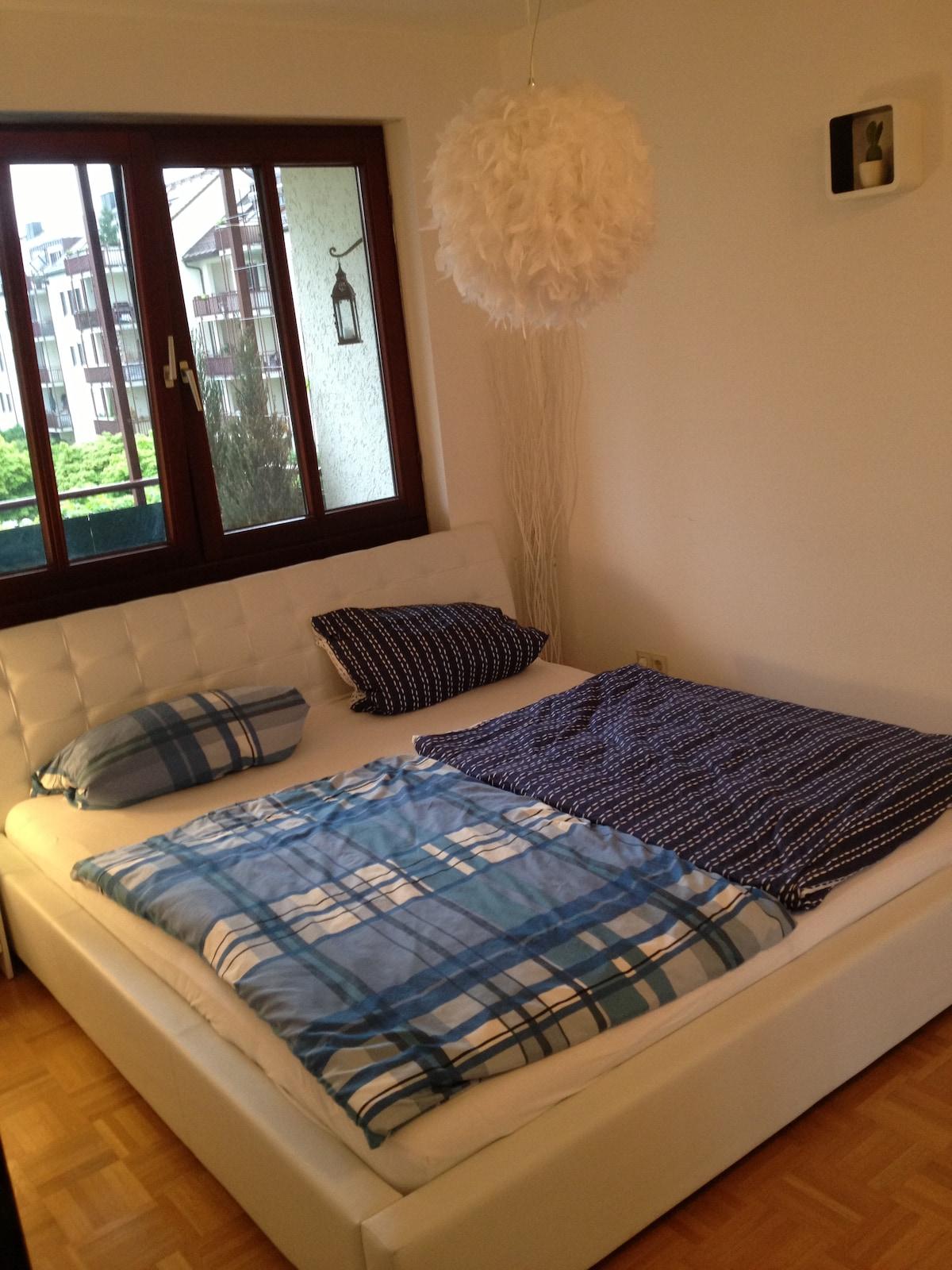 Kleines schönes Schlafzimmer