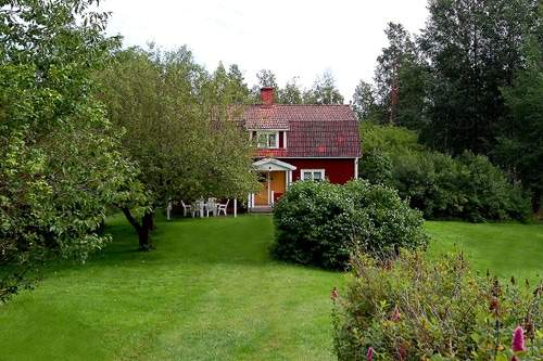 Cottage for 8. Near lake and river.