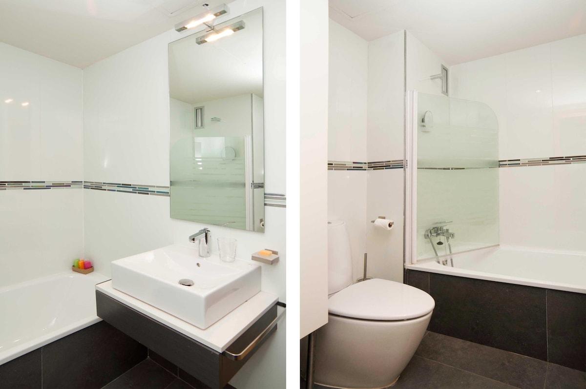 Bathroom with washing machine