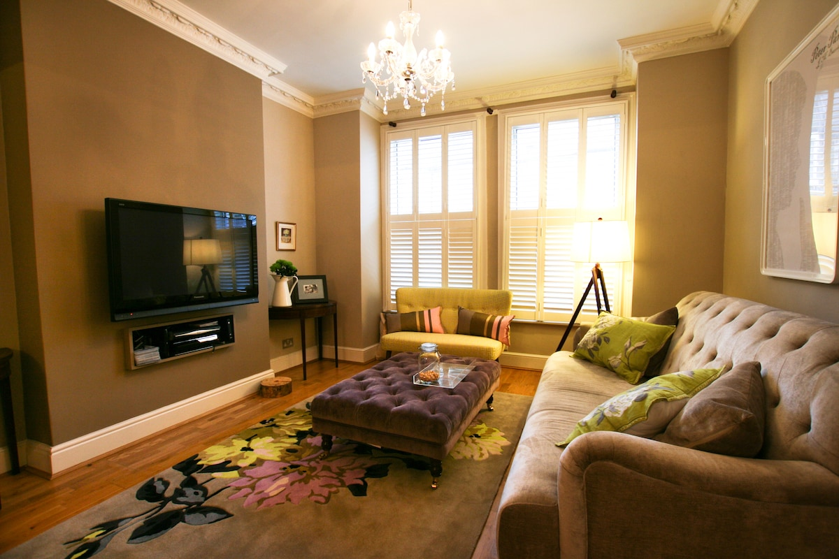 The front reception room - to relax in after a long day of sightseeing