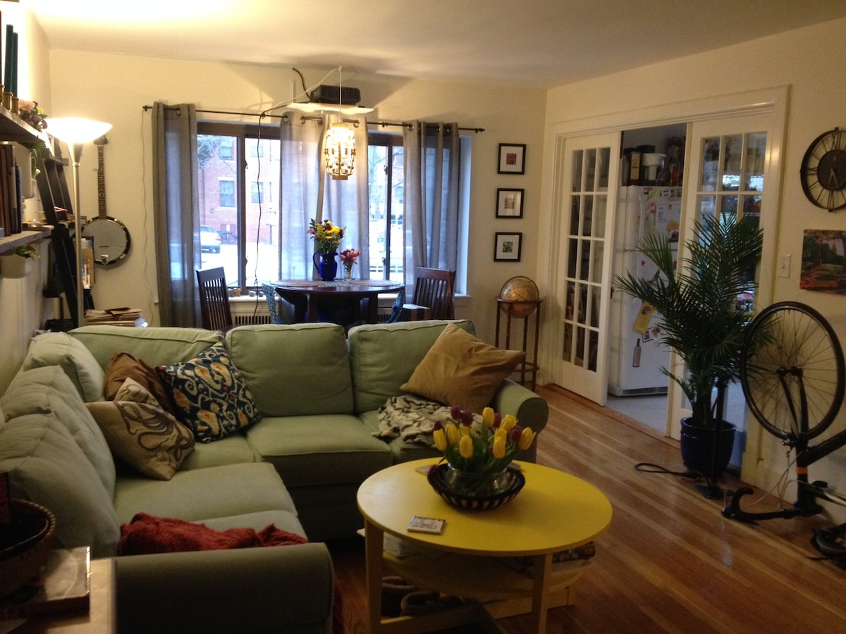 Sunny 1-bdrm in perfect location!