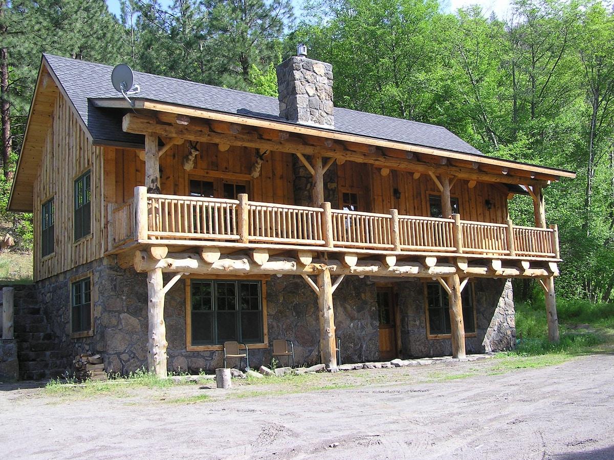 Unique Lodge on private White River