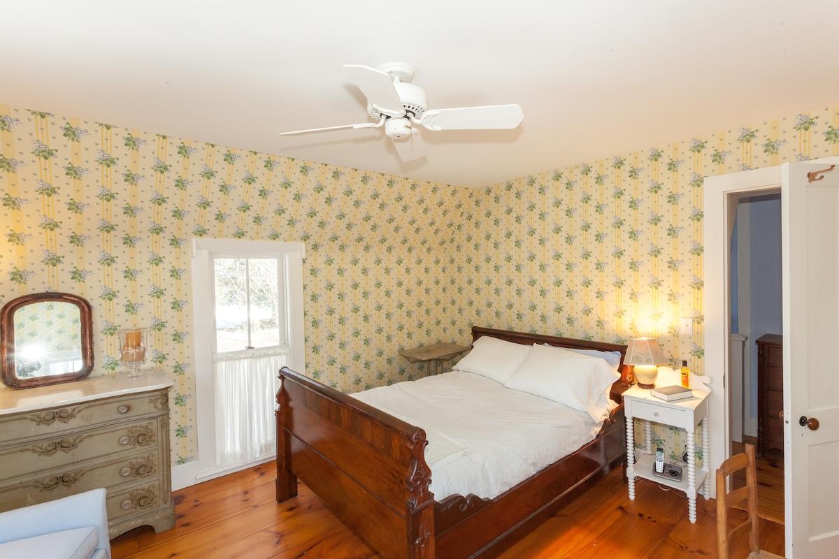 Bright, cheerful Master Bedroom
