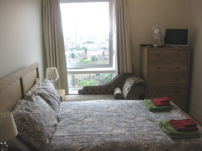 Double bedroom in Canary Wharf flat