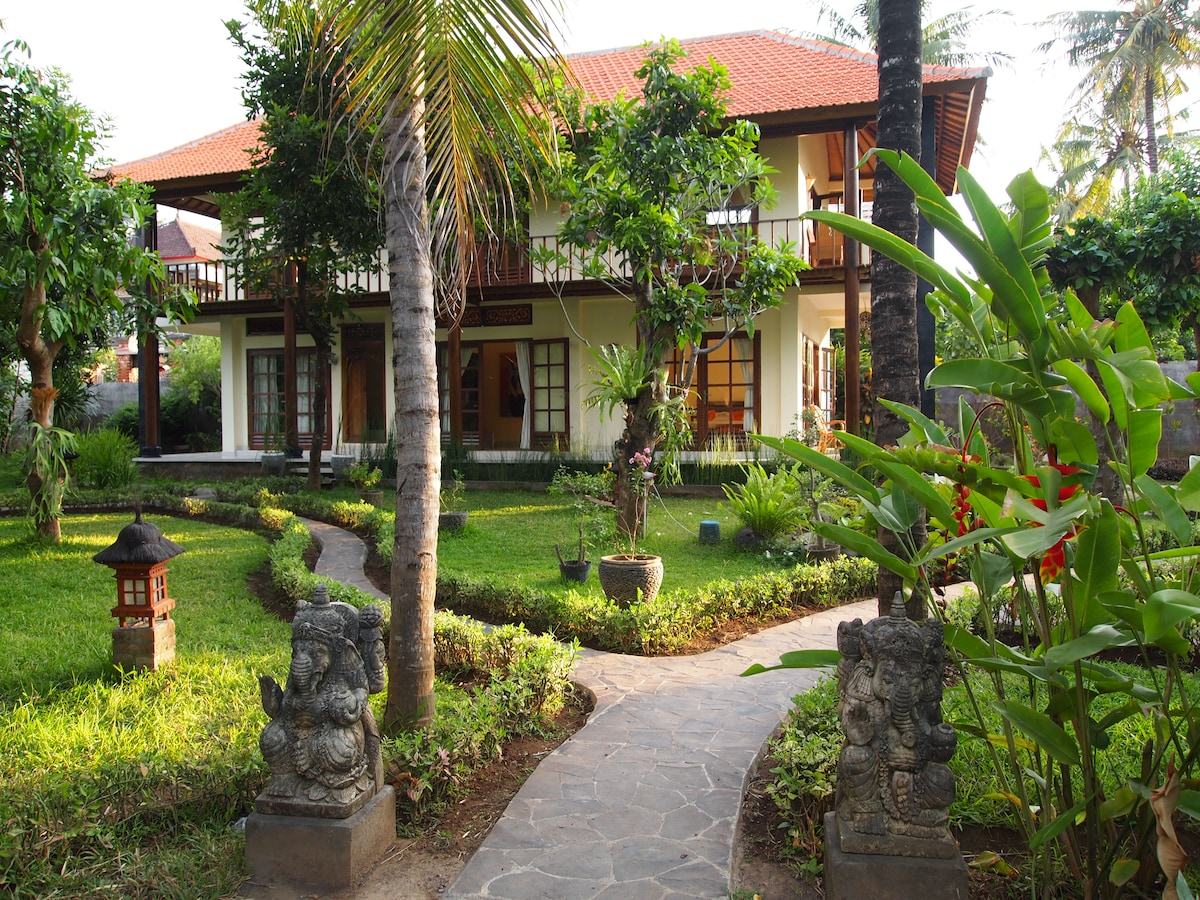 Villa with tropical garden and pool