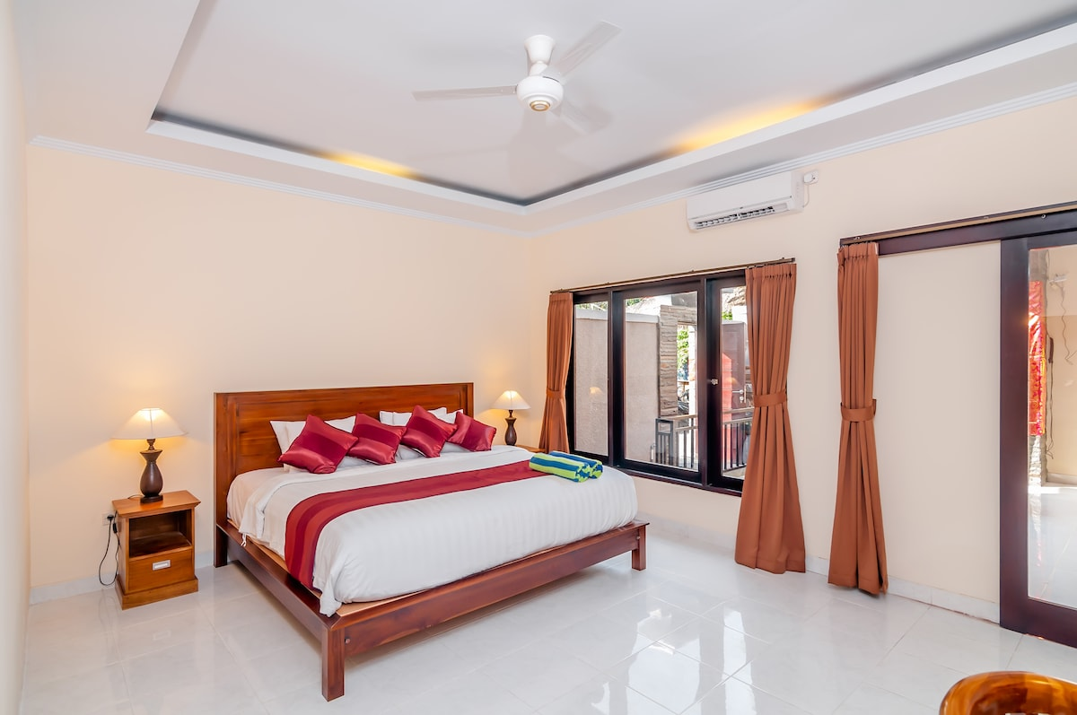 The king size bed with comfortable mattress will make you sleep very well.