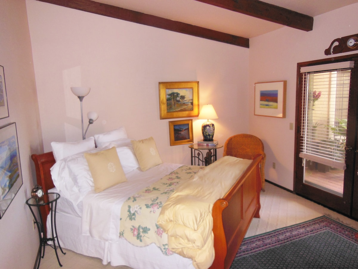 The cozy guest room has a Queen sized sleigh bed that looks out into your private courtyard.