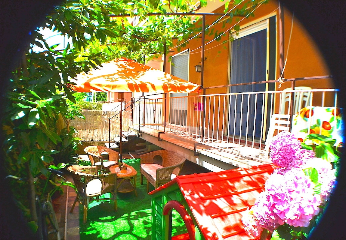 Apartment with Garden 50 m from sea