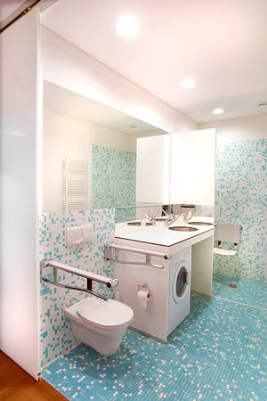 City Apartment IIII - bathroom with washer and dryer - handicap friendly equipped