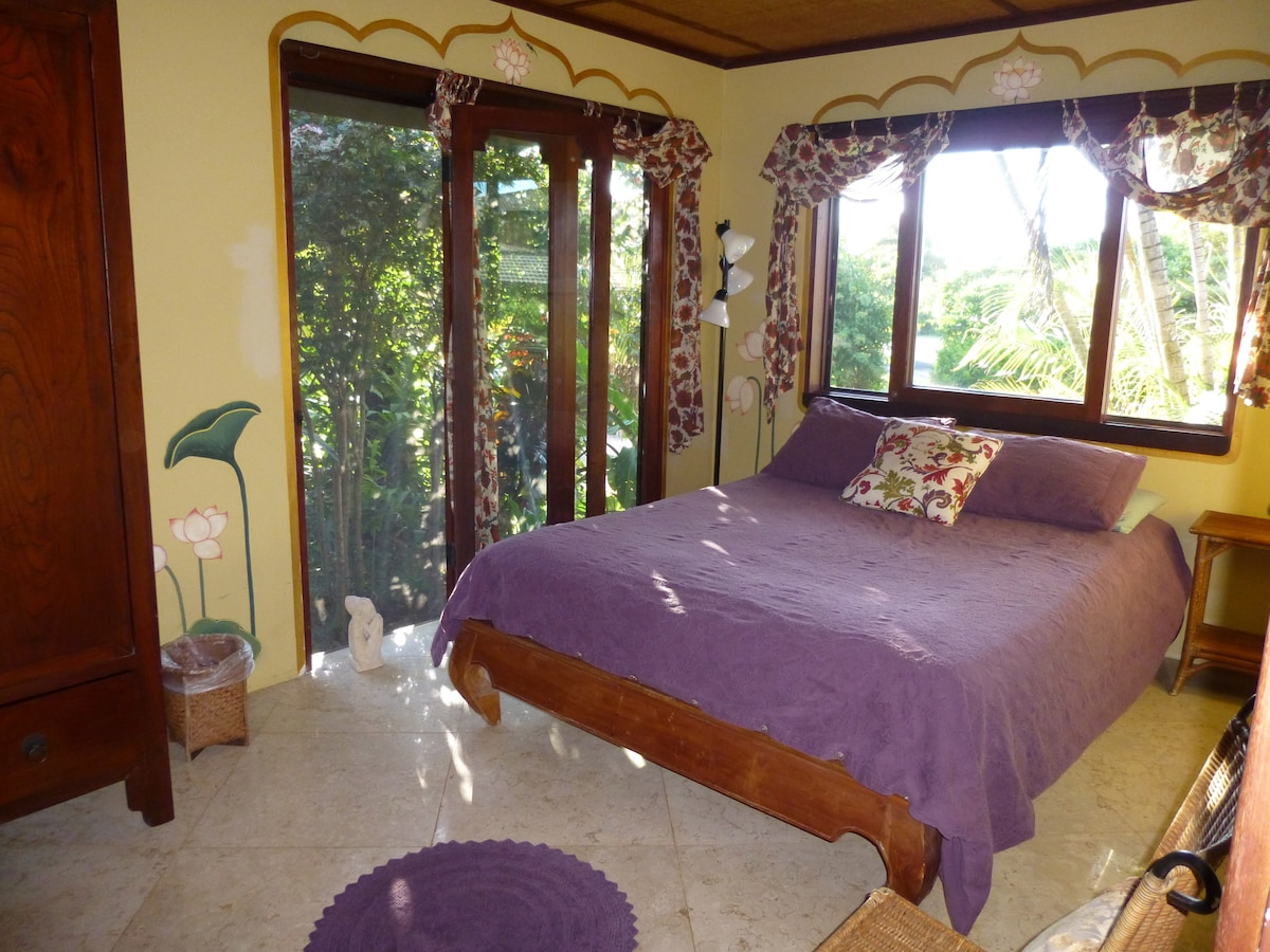 Room in  Exotic Home in Paradise