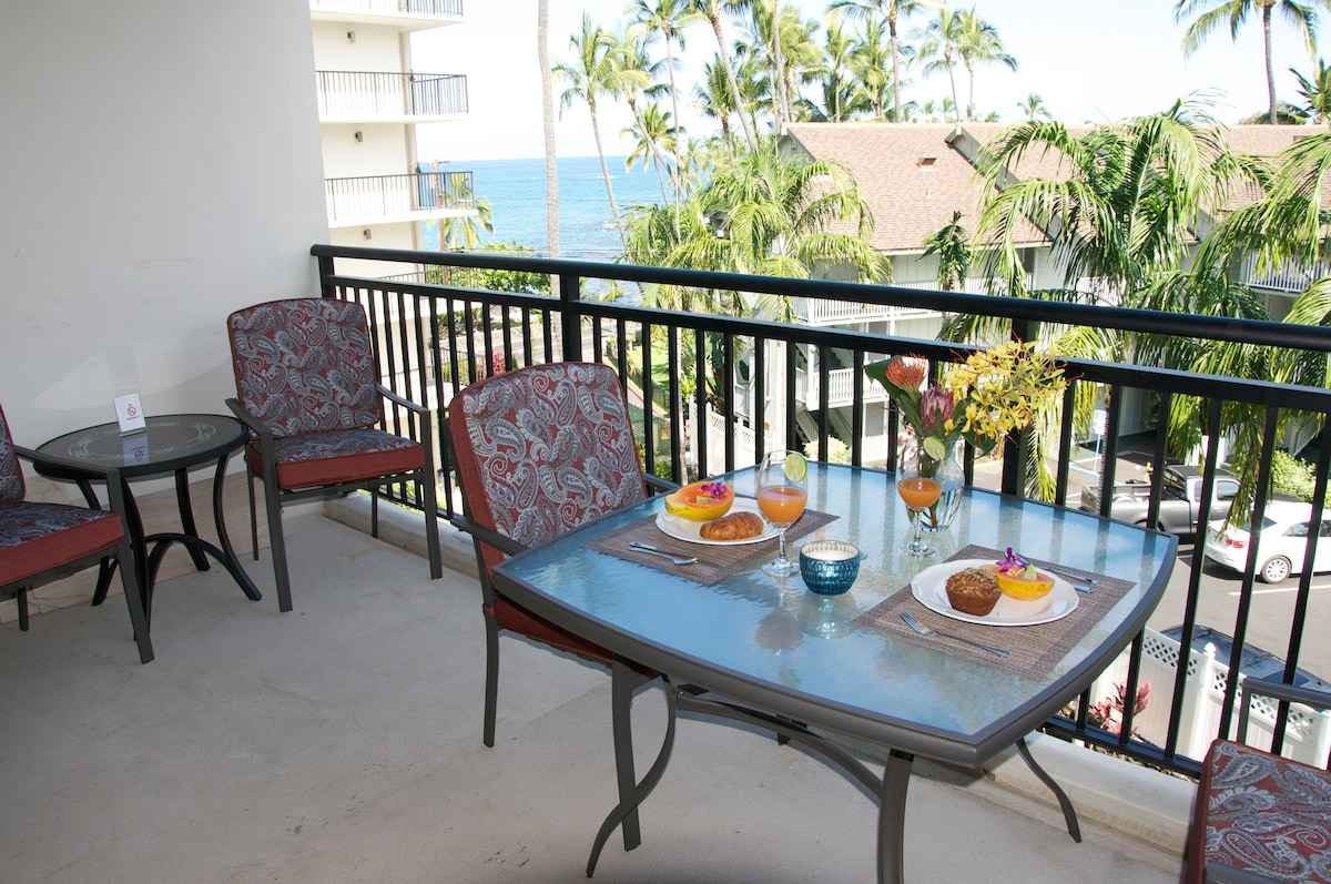 4 can dine comfortably  on the lanai