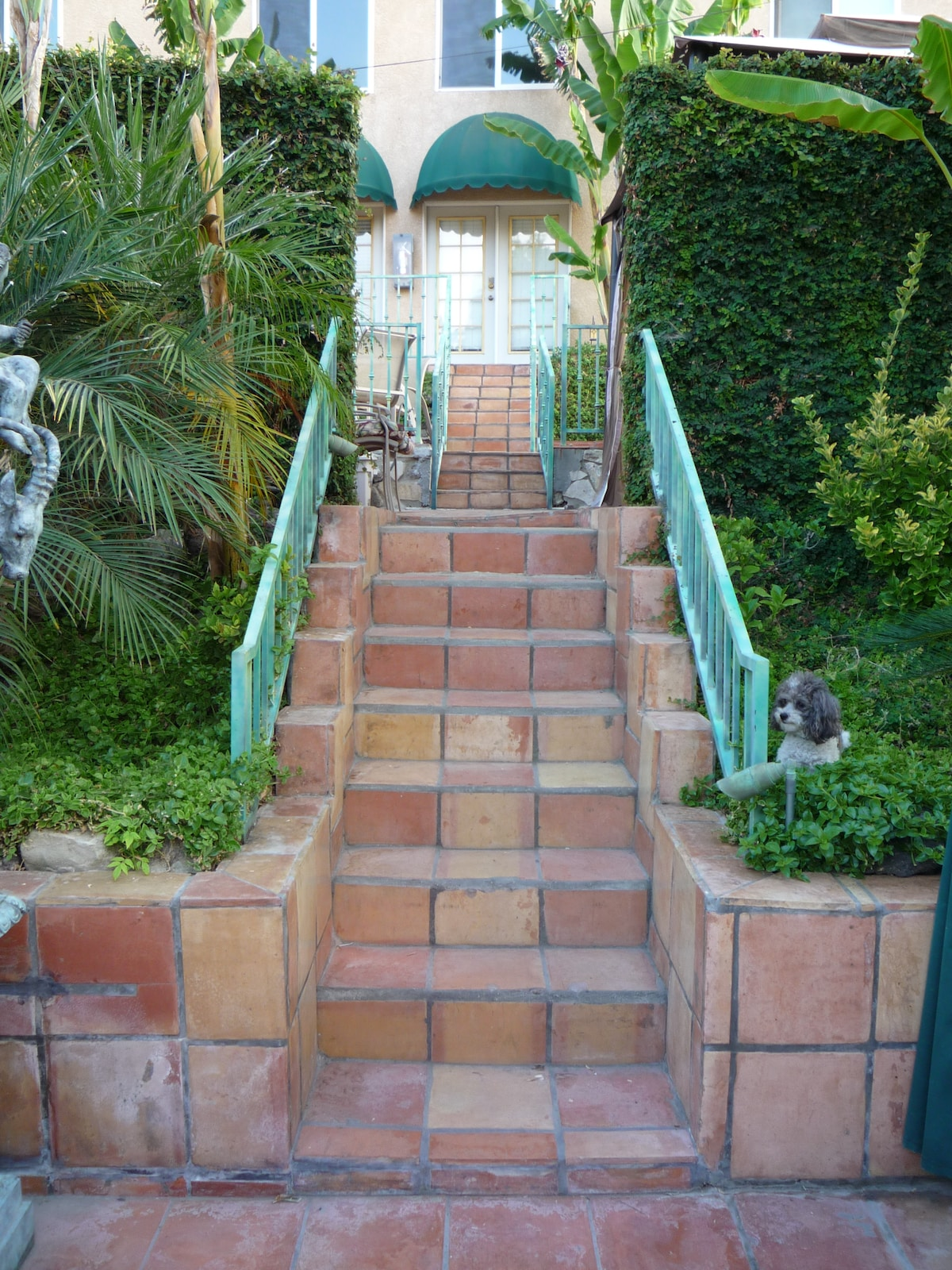 PVT. STAIRCASE TO HOLLYWOOD LOFT & SPANISH HACIENDA