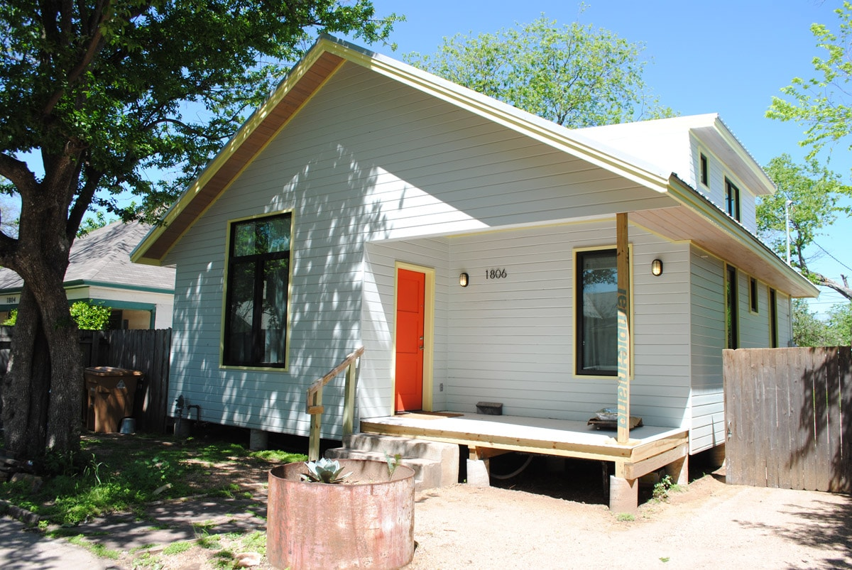 the house is in a quiet safe neighborhood with restaurants, corner stores and coffee shop within walking distance.
