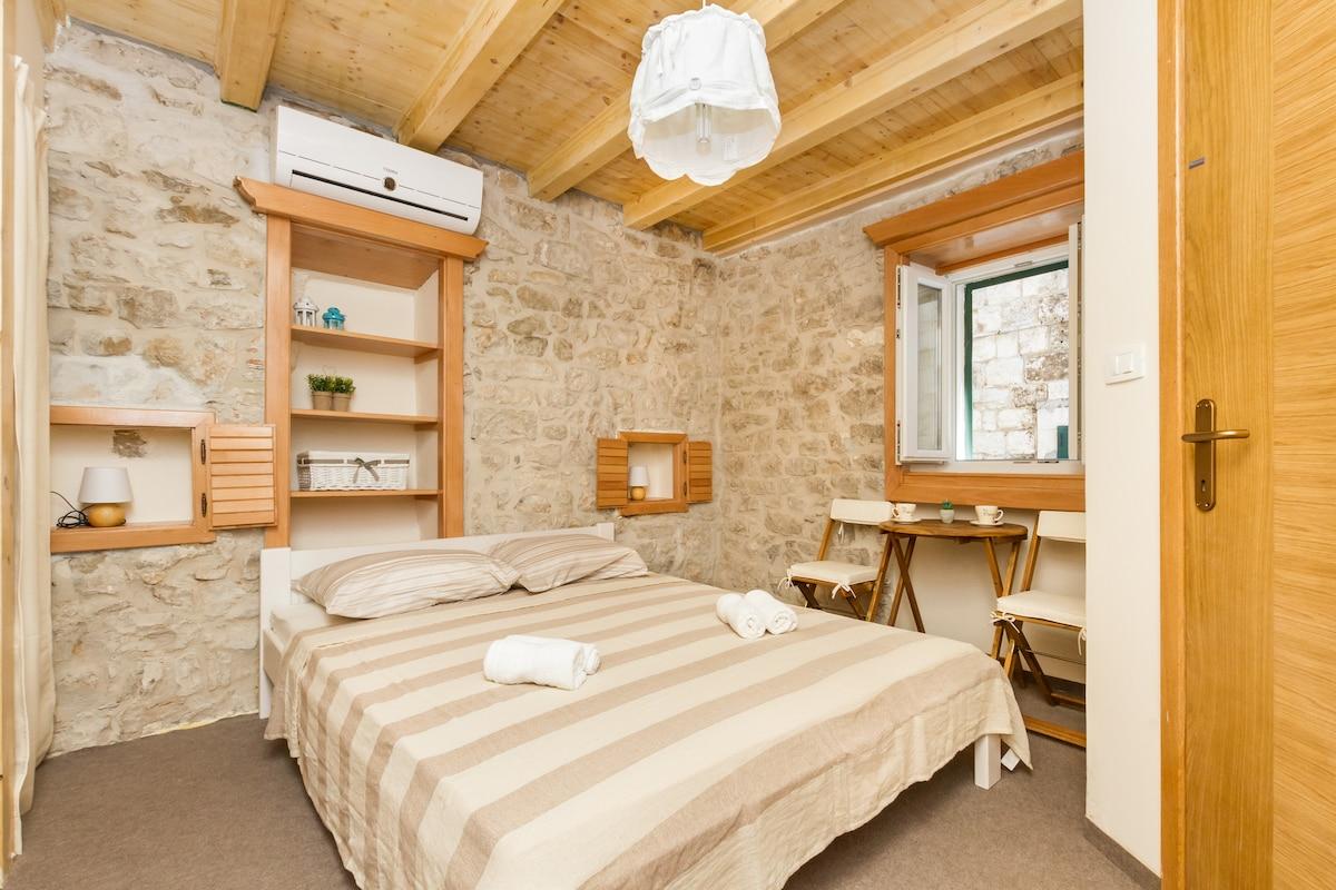 New - Amazing room inside Palace