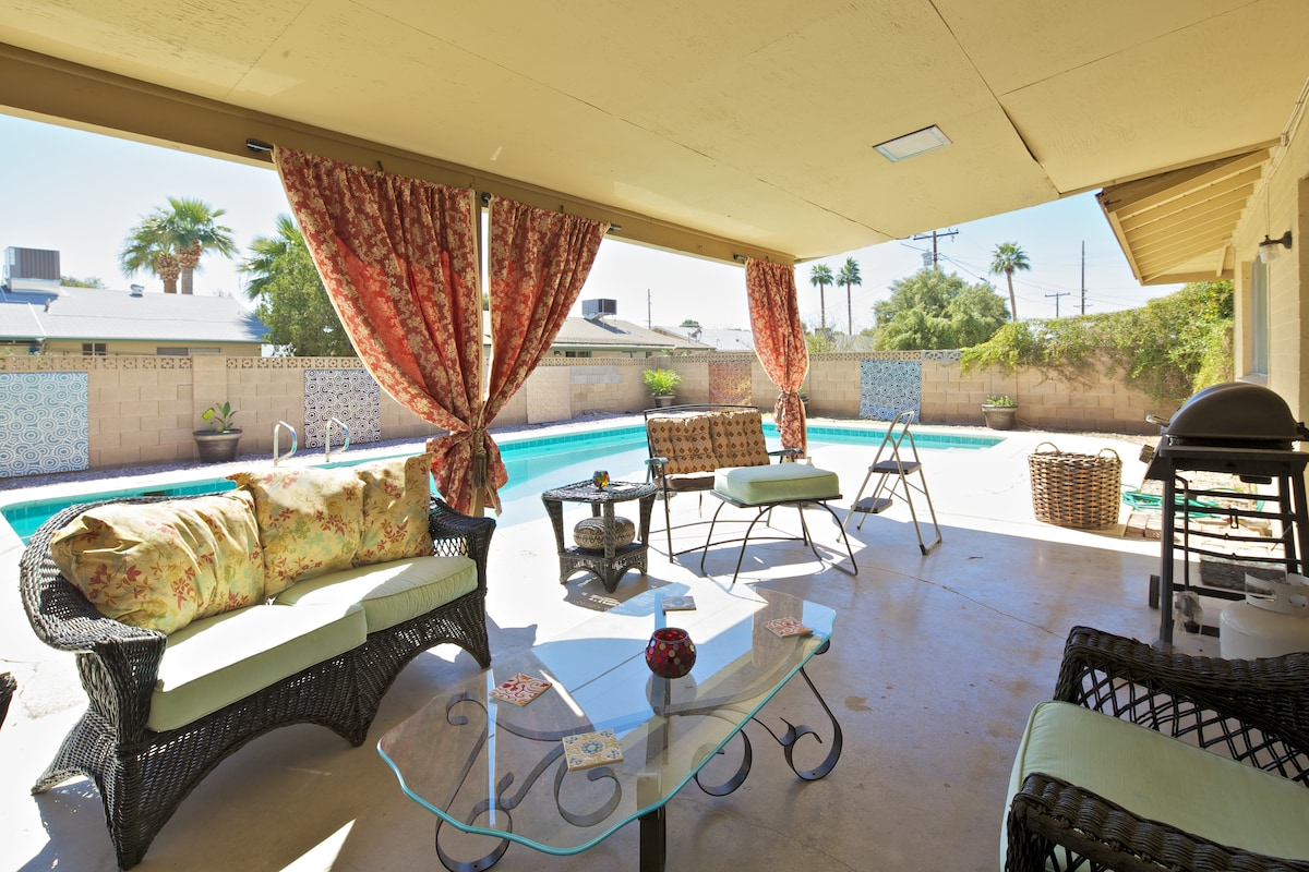 Come stay at my modern house in central Phoenix!