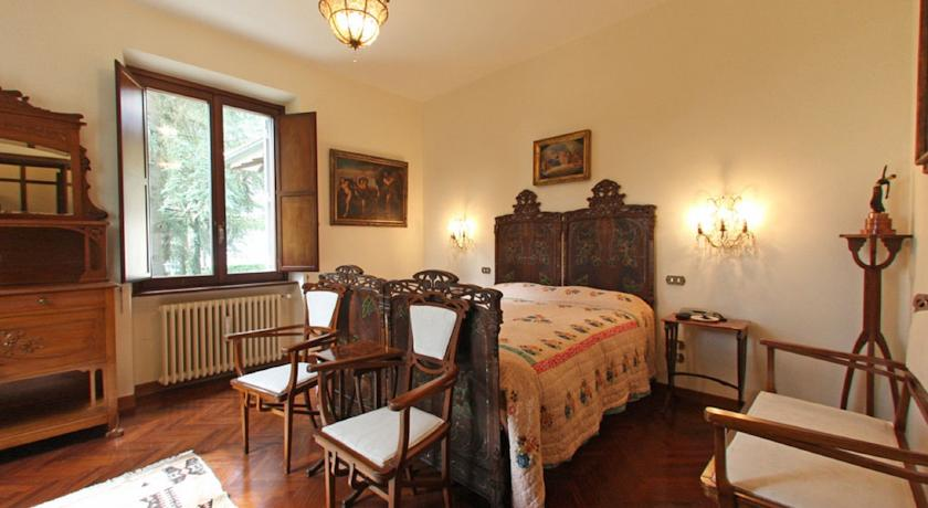 Deluxe  Room in Villa with pool