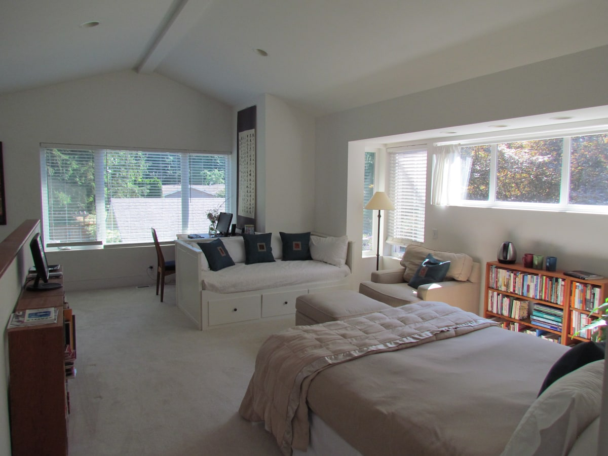 Private Master Suite/Sitting Room