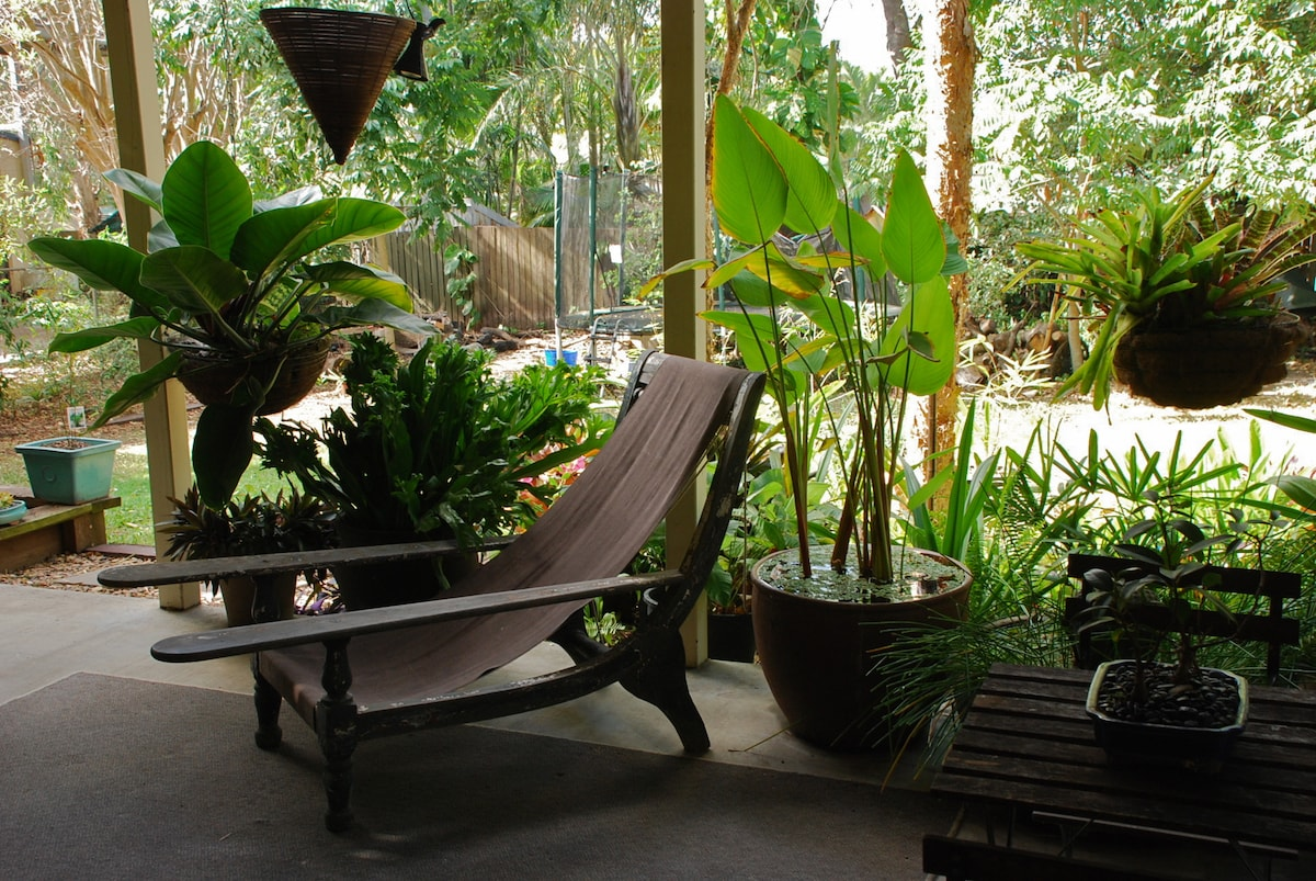 Time to relax in the subtropics! Outlook from new living area to outdoor area