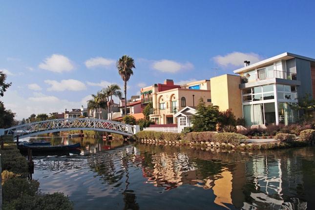 2 blocks walk to Venice Beach