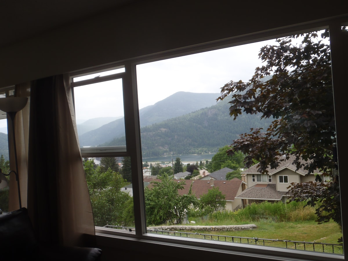 Some of the view from the living room. Pics don't do it justice