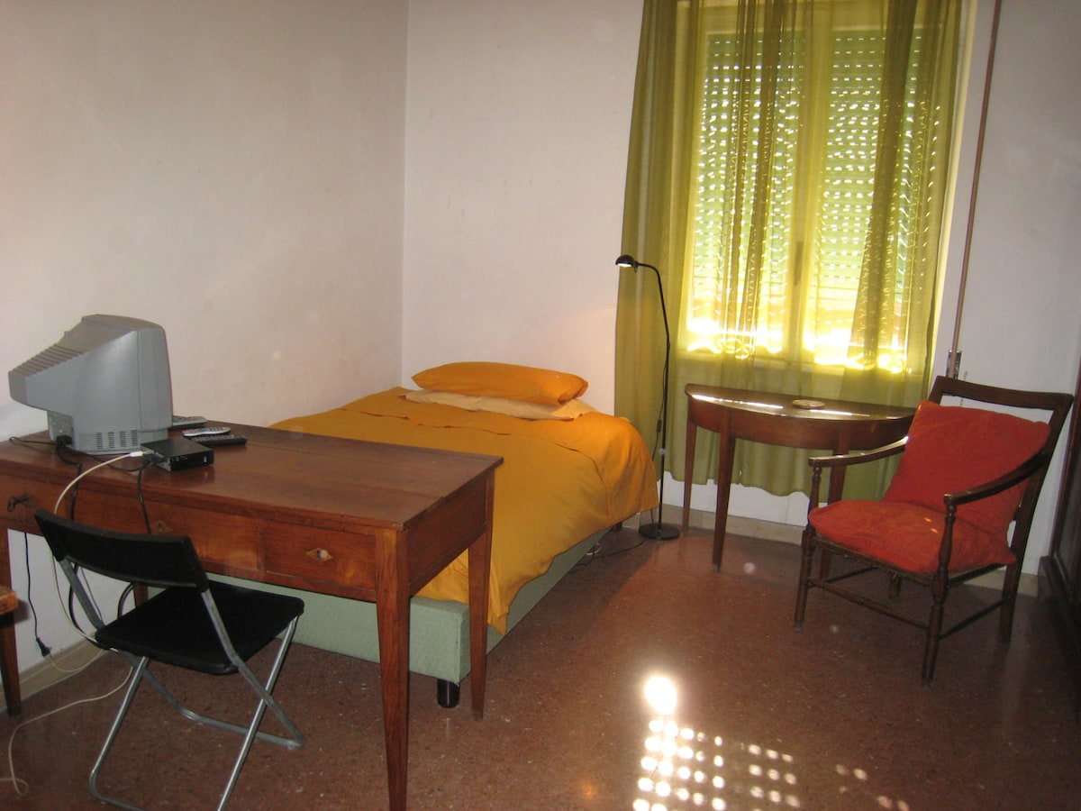 Comfortable room, bright, quiet and cosy