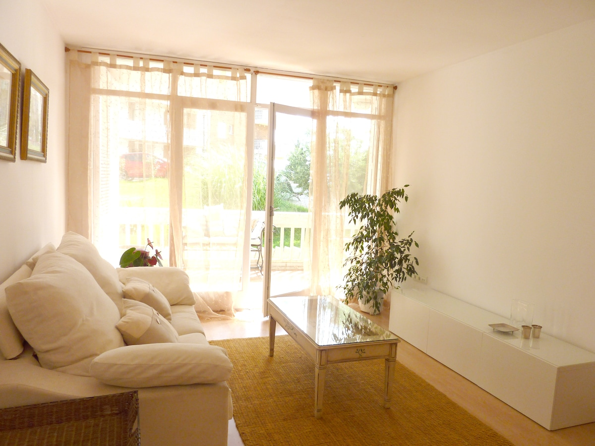 Bright livingroom with exit to the terrace