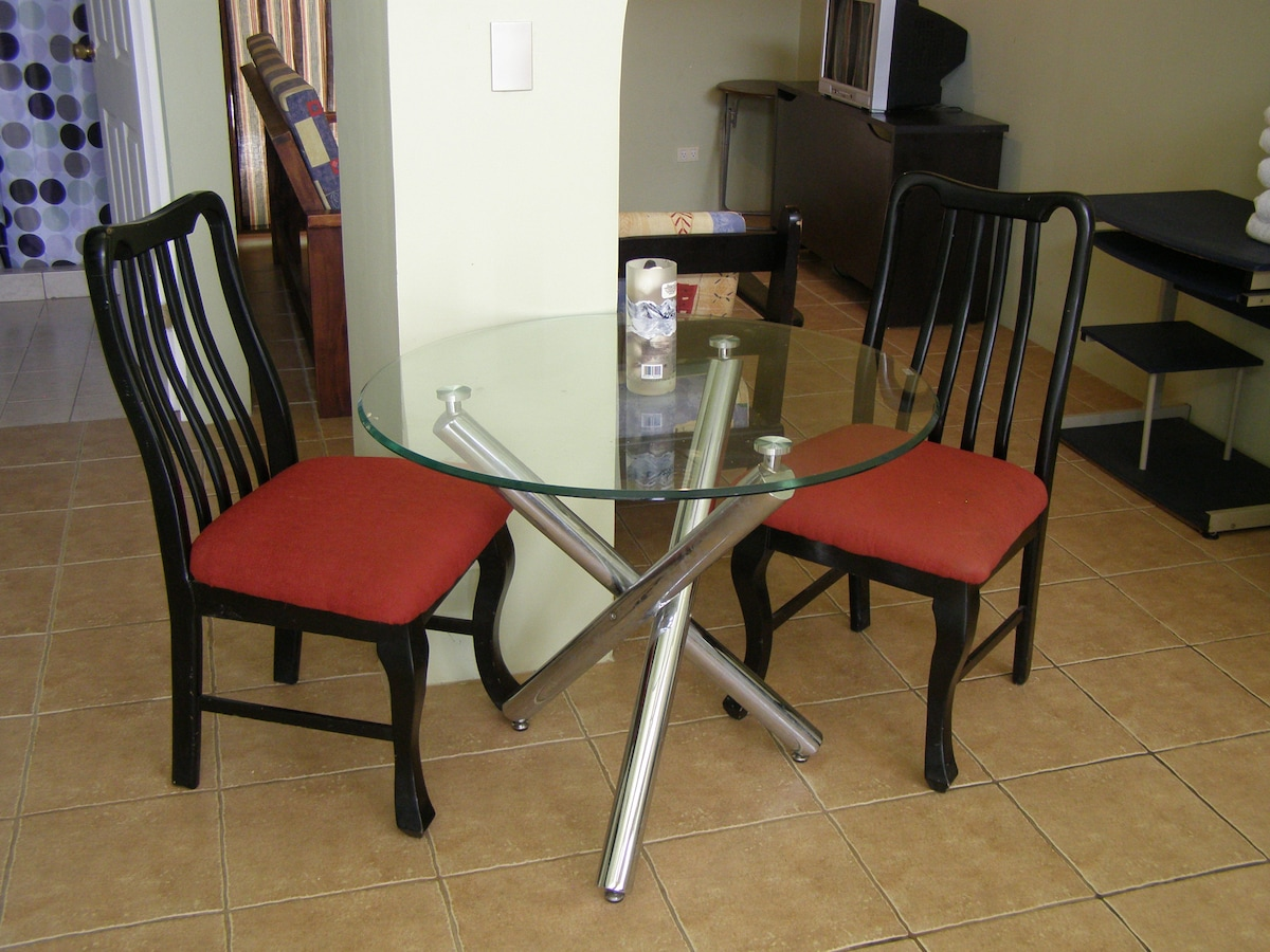 Table for two to 4 guests