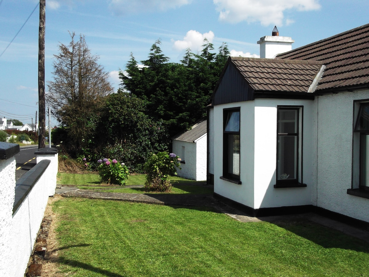Minnie's Cottage - great location.