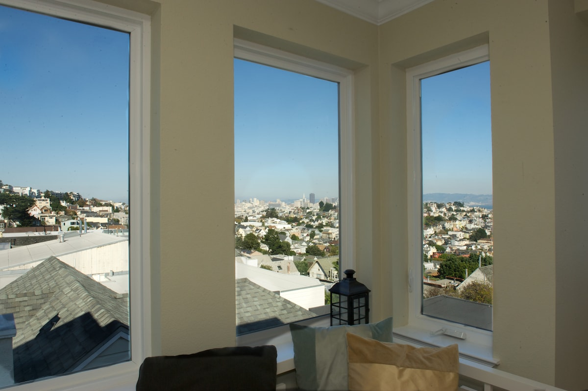 Panoramic Views of Most of San Francisco, the Bay, Bay Bridge, East Bay, Downtown and so much More!!