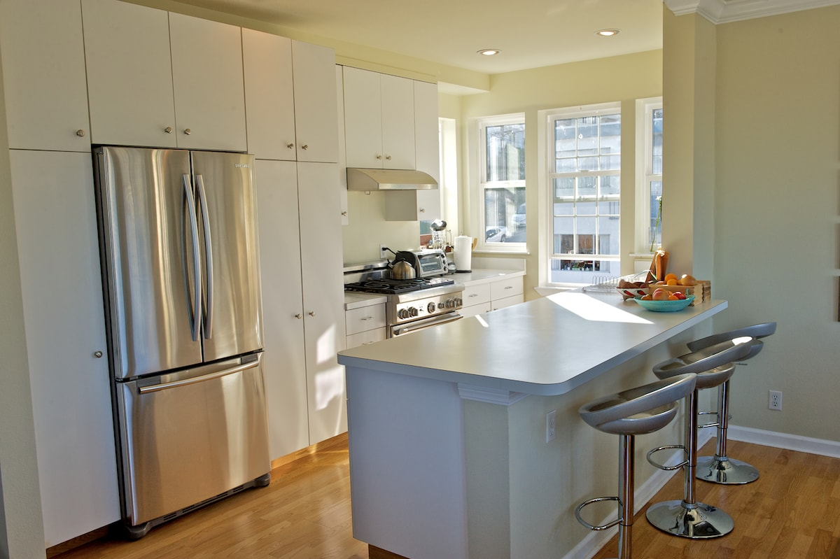 Brand new kitchen with state-of-the-art appliances and amenities.