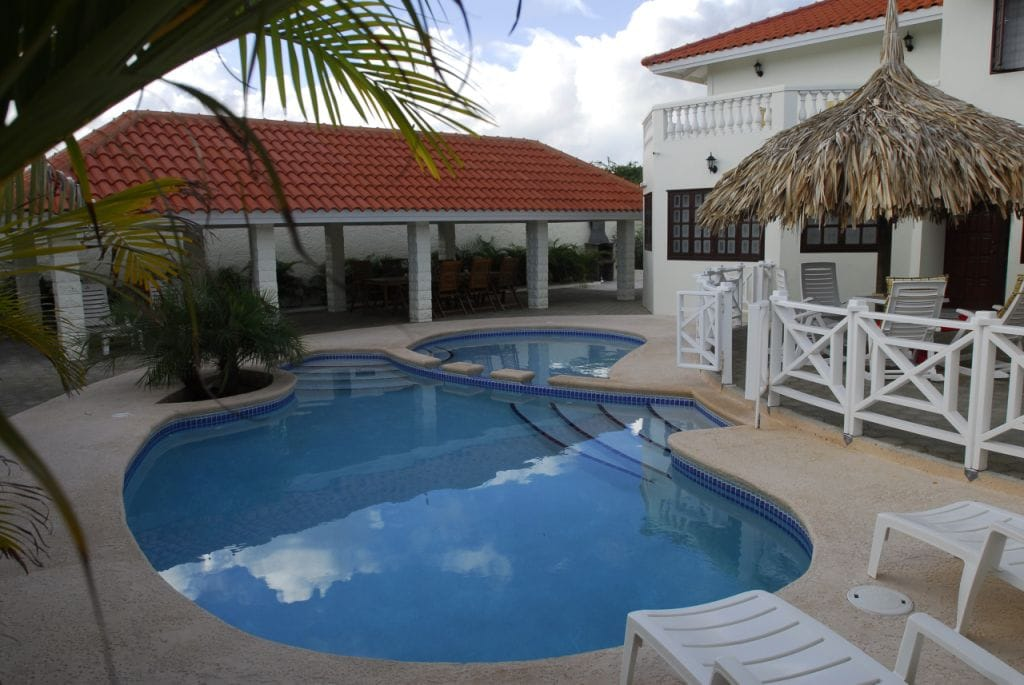 Charming 10-persons villa with pool