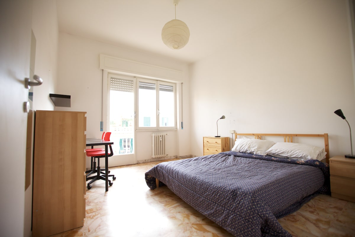 sunny and cosy room 2
